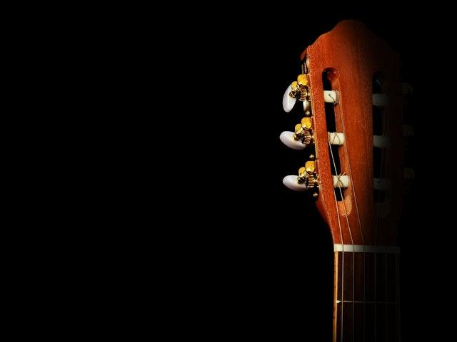 מה ההבדל בין סוגי המיתרים לגיטרות?