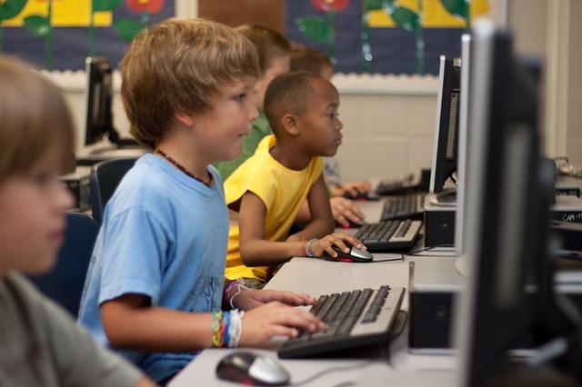 מה לומדים בקורס מחשבים לילדים?